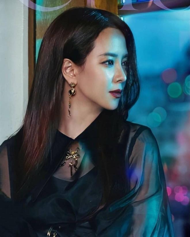 Không nhận ra Mợ Ngố Song Ji Hyo trong phim mới: Tạo hình sang nhưng khiến cô già hơn, phản ứng của netizen lại đáo ngược - ảnh 2