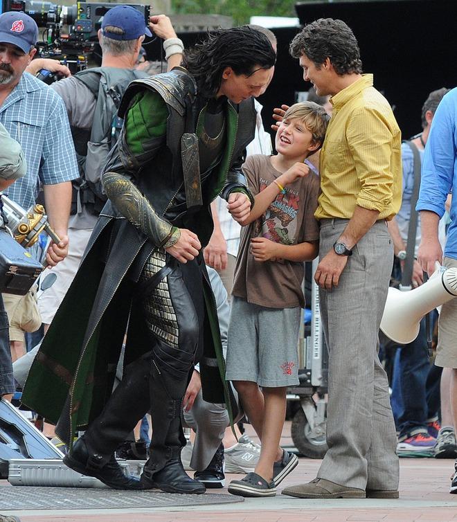 Loki luôn đối xử đặc biệt với 1 fan nhí, ai ngờ cậu bé là con ruột của Hulk: Vừa bị bố bé đánh tơi bời, sao dám không ưu ái? - ảnh 2