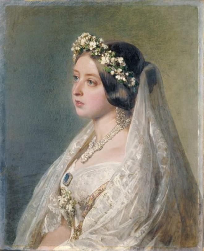 Đâu là chiếc váy cưới đầu tiên và nguồn gốc của nó cao quý tới mức nào? - ảnh 5