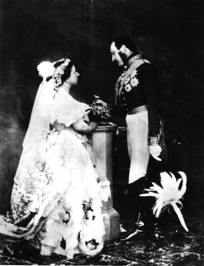 Đâu là chiếc váy cưới đầu tiên và nguồn gốc của nó cao quý tới mức nào? - ảnh 6