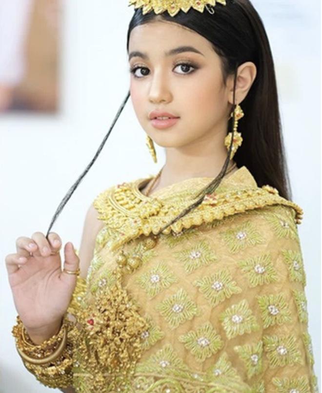 Viên ngọc quý của Hoàng gia Campuchia: Tiểu công chúa với vẻ đẹp lai cực phẩm dù mới 10 tuổi, soi thành tích chỉ biết xuýt xoa quốc bảo - ảnh 3