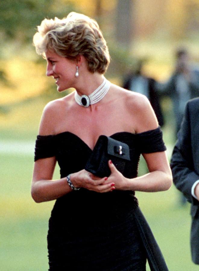 Mấy ai biết rằng đằng sau chiếc đầm này của công nương Diana là 1 câu chuyện đau lòng - ảnh 6