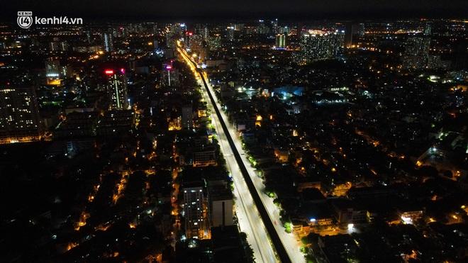 Ảnh: Đêm Hà Nội vắng hơn Tết, đường phố không một bóng người trong những ngày giãn cách xã hội - ảnh 3