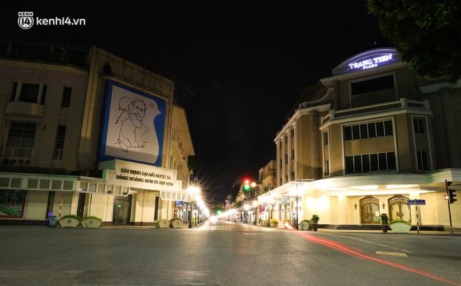 Ảnh: Đêm Hà Nội vắng hơn Tết, đường phố không một bóng người trong những ngày giãn cách xã hội - ảnh 12