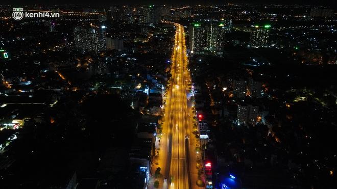 Ảnh: Đêm Hà Nội vắng hơn Tết, đường phố không một bóng người trong những ngày giãn cách xã hội - ảnh 1