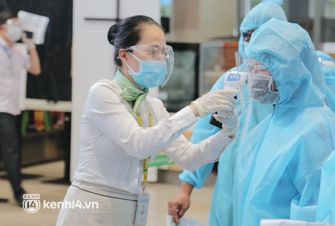 Chuyến bay miễn phí thứ 4 cất cánh rời TP.HCM, đã có 763 người Bình Định về quê tránh dịch - ảnh 6