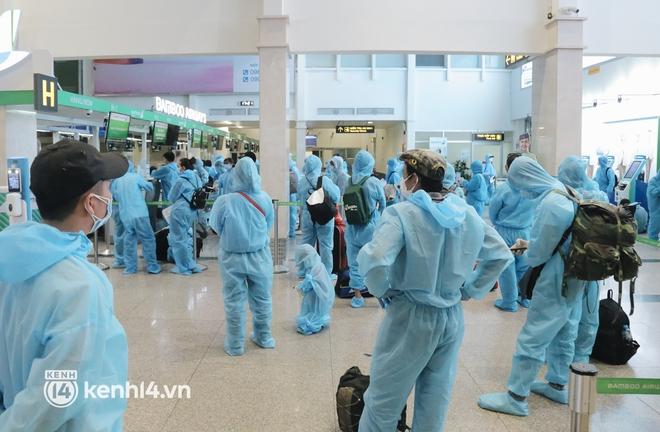 Chuyến bay miễn phí thứ 4 cất cánh rời TP.HCM, đã có 763 người Bình Định về quê tránh dịch - ảnh 9