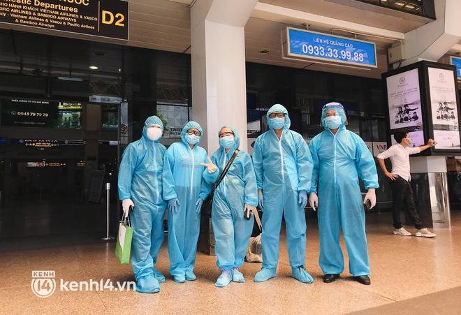 Chuyến bay miễn phí thứ 4 cất cánh rời TP.HCM, đã có 763 người Bình Định về quê tránh dịch - ảnh 2