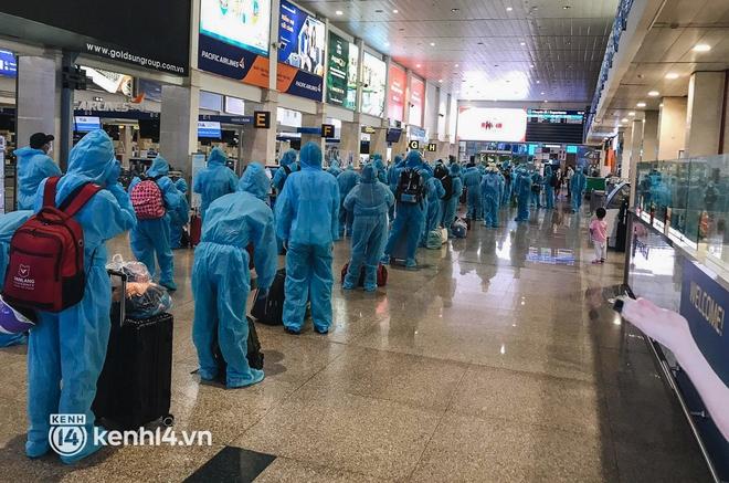 Chuyến bay miễn phí thứ 4 cất cánh rời TP.HCM, đã có 763 người Bình Định về quê tránh dịch - ảnh 3