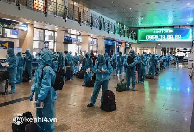 Chuyến bay miễn phí thứ 4 cất cánh rời TP.HCM, đã có 763 người Bình Định về quê tránh dịch - ảnh 1
