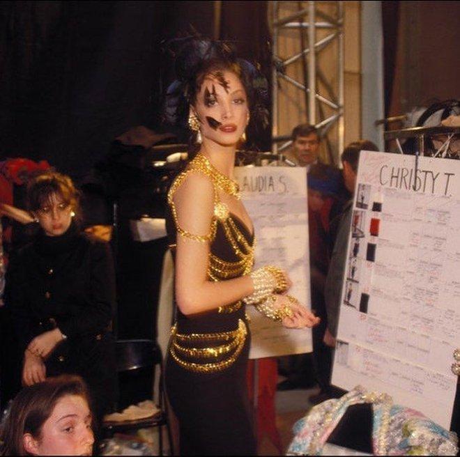 Thương thay chiếc váy Chanel: Tuổi đời 29 năm, bị copy trắng trợn để Á hậu Kim Duyên lẫn... mỹ nhân Thuỷ Thủ Mặt Trăng diện - ảnh 4
