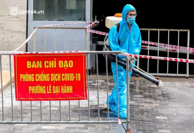 Ảnh, clip: Hà Nội đưa 50 F1 tại quận Hai Bà Trưng đi cách ly tập trung - ảnh 7