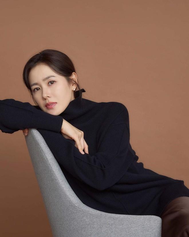 Vừa lộ ảnh hẹn hò, Hyun Bin - Son Ye Jin lại tung hình cùng ngày: Cực phẩm thế này bao giờ mới cưới để có bé con đẹp như mơ? - ảnh 4