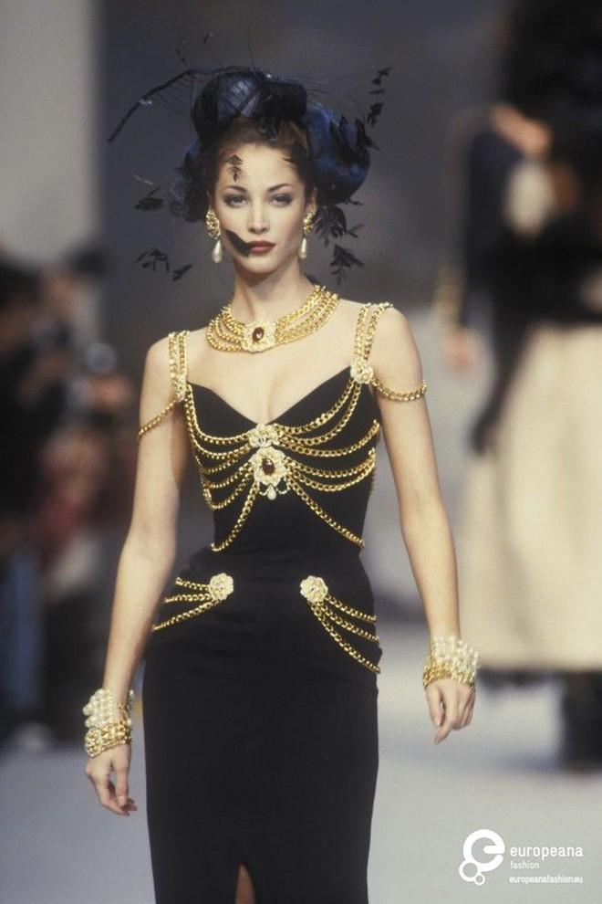 Thương thay chiếc váy Chanel: Tuổi đời 29 năm, bị copy trắng trợn để Á hậu Kim Duyên lẫn... mỹ nhân Thuỷ Thủ Mặt Trăng diện - ảnh 8