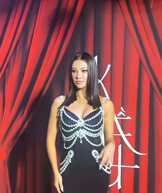 Thương thay chiếc váy Chanel: Tuổi đời 29 năm, bị copy trắng trợn để Á hậu Kim Duyên lẫn... mỹ nhân Thuỷ Thủ Mặt Trăng diện - ảnh 9