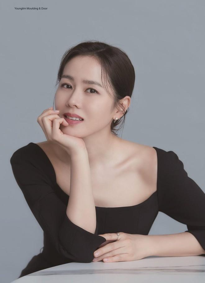 Vừa lộ ảnh hẹn hò, Hyun Bin - Son Ye Jin lại tung hình cùng ngày: Cực phẩm thế này bao giờ mới cưới để có bé con đẹp như mơ? - ảnh 1