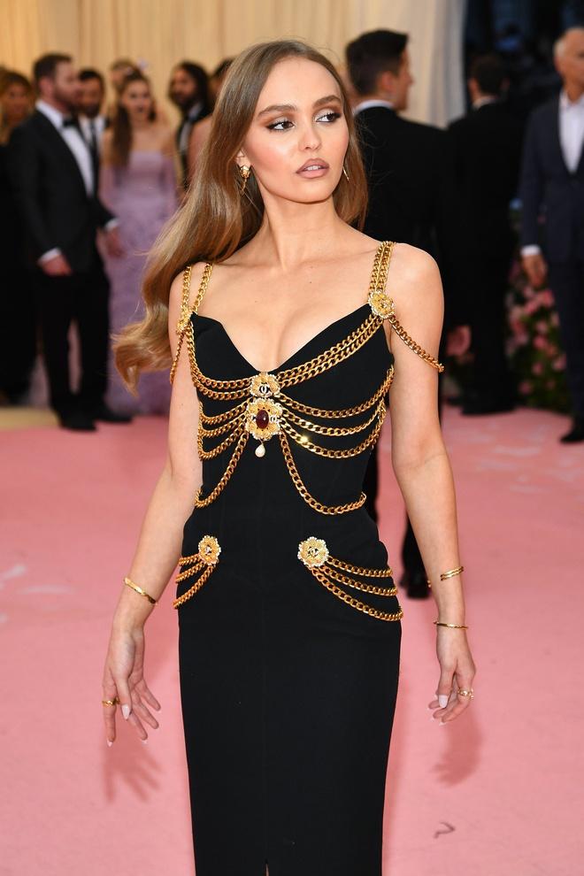 Thương thay chiếc váy Chanel: Tuổi đời 29 năm, bị copy trắng trợn để Á hậu Kim Duyên lẫn... mỹ nhân Thuỷ Thủ Mặt Trăng diện - ảnh 6