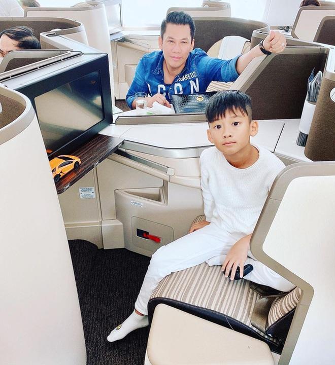 Đại gia Đức Huy rước Bentley giá trên dưới 30 tỷ để dành chở con trai đi chơi, khẳng định độ giàu có khủng khiếp - ảnh 6