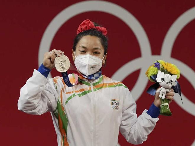 Ngỡ ngàng bật ngửa với giá trị thật của những tấm huy chương tại Olympic Tokyo: HCĐ còn rẻ hơn một bộ đồ ngoài chợ ở Việt Nam - ảnh 2