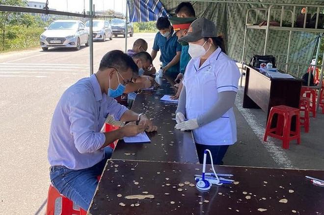 Tham gia chống dịch, thêm 3 nhân viên y tế ở Bình Định mắc Covid-19 - ảnh 1