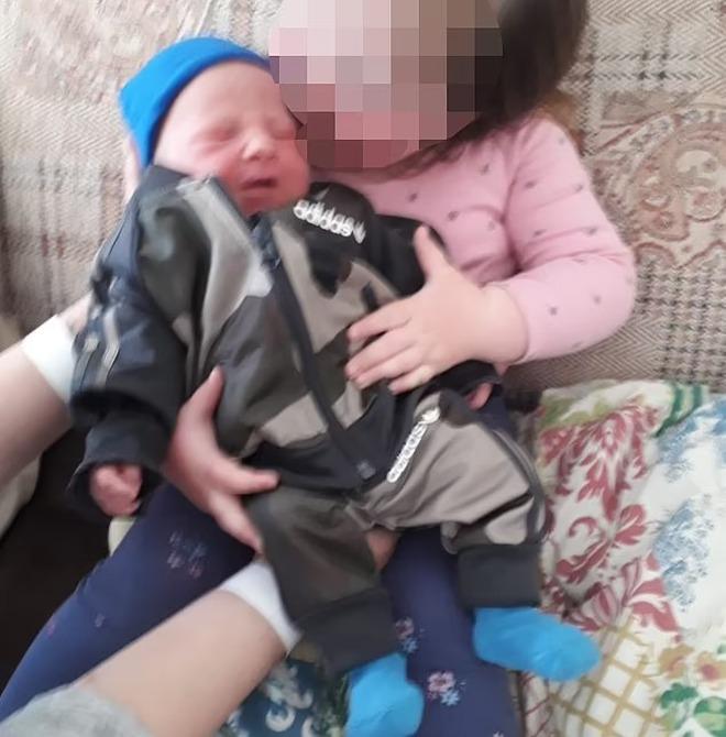 Rúng động: Bé trai 8 tuần tuổi chết với nhiều vết dao đâm, cảnh sát lập tức bắt giữ bà mẹ với loạt uẩn khúc phía sau - ảnh 1