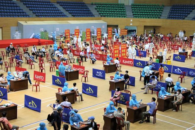 Đà Nẵng kêu gọi y bác sĩ về hưu hỗ trợ chiến dịch tiêm vắc xin phòng Covid-19 cho người dân - ảnh 2