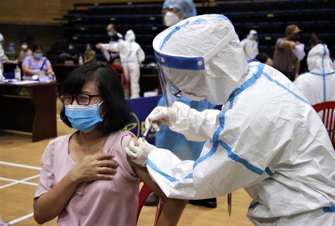 Đà Nẵng kêu gọi y bác sĩ về hưu hỗ trợ chiến dịch tiêm vắc xin phòng Covid-19 cho người dân - ảnh 1