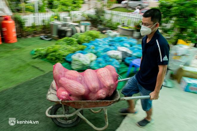 Chuyện cư dân chung cư ở Sài Gòn nấu hàng trăm suất ăn mỗi ngày tiếp sức các Bệnh viện dã chiến: Những người tham gia phải có xét nghiệm âm tính - ảnh 15