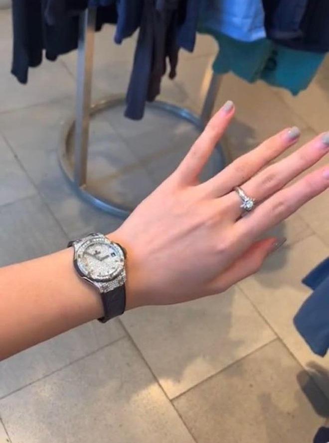 Rich kid Việt và những món quà khủng: Bộ đôi siêu xe ngót nghét 70 tỷ, đồng hồ sang với hàng hiệu nhiều không đếm nổi - ảnh 27