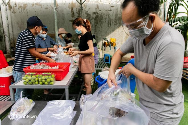 Chuyện cư dân chung cư ở Sài Gòn nấu hàng trăm suất ăn mỗi ngày tiếp sức các Bệnh viện dã chiến: Những người tham gia phải có xét nghiệm âm tính - ảnh 16