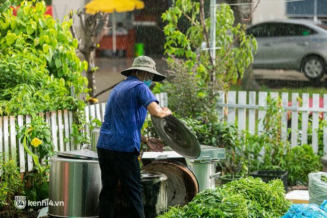 Chuyện cư dân chung cư ở Sài Gòn nấu hàng trăm suất ăn mỗi ngày tiếp sức các Bệnh viện dã chiến: Những người tham gia phải có xét nghiệm âm tính - ảnh 19