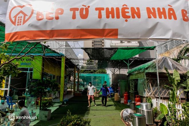 Chuyện cư dân chung cư ở Sài Gòn nấu hàng trăm suất ăn mỗi ngày tiếp sức các Bệnh viện dã chiến: Những người tham gia phải có xét nghiệm âm tính - ảnh 22