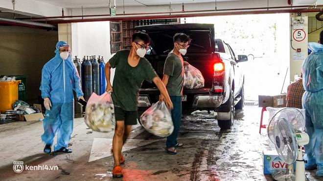 Chuyện cư dân chung cư ở Sài Gòn nấu hàng trăm suất ăn mỗi ngày tiếp sức các Bệnh viện dã chiến: Những người tham gia phải có xét nghiệm âm tính - ảnh 23