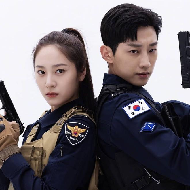 Chết chìm với bể visual bùng nổ của cảnh sát Krystal ở phim mới, netizen đùa bắt em đi chị ơi - ảnh 13