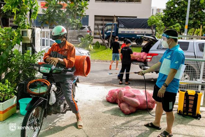 Chuyện cư dân chung cư ở Sài Gòn nấu hàng trăm suất ăn mỗi ngày tiếp sức các Bệnh viện dã chiến: Những người tham gia phải có xét nghiệm âm tính - ảnh 6