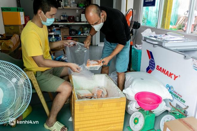 Chuyện cư dân chung cư ở Sài Gòn nấu hàng trăm suất ăn mỗi ngày tiếp sức các Bệnh viện dã chiến: Những người tham gia phải có xét nghiệm âm tính - ảnh 9