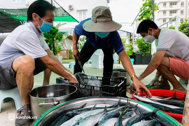 Chuyện cư dân chung cư ở Sài Gòn nấu hàng trăm suất ăn mỗi ngày tiếp sức các Bệnh viện dã chiến: Những người tham gia phải có xét nghiệm âm tính - ảnh 10