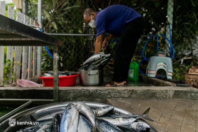Chuyện cư dân chung cư ở Sài Gòn nấu hàng trăm suất ăn mỗi ngày tiếp sức các Bệnh viện dã chiến: Những người tham gia phải có xét nghiệm âm tính - ảnh 11