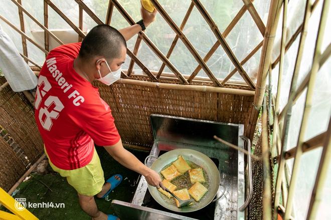 Chuyện cư dân chung cư ở Sài Gòn nấu hàng trăm suất ăn mỗi ngày tiếp sức các Bệnh viện dã chiến: Những người tham gia phải có xét nghiệm âm tính - ảnh 12