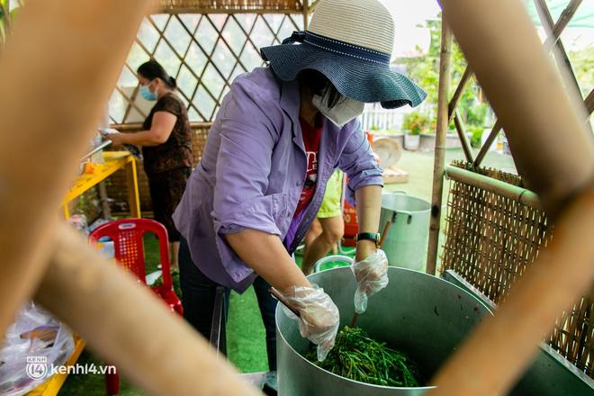 Chuyện cư dân chung cư ở Sài Gòn nấu hàng trăm suất ăn mỗi ngày tiếp sức các Bệnh viện dã chiến: Những người tham gia phải có xét nghiệm âm tính - ảnh 13
