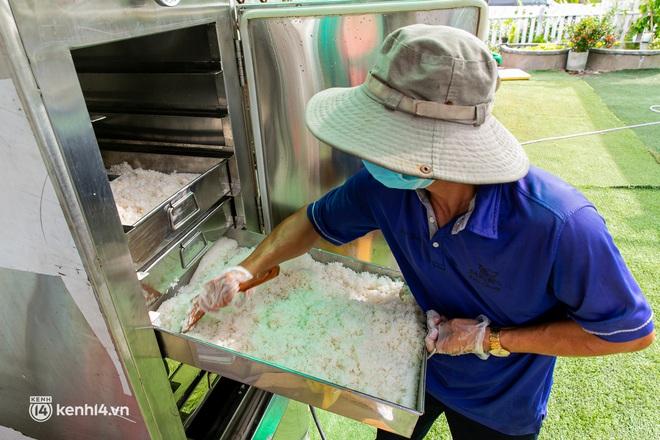 Chuyện cư dân chung cư ở Sài Gòn nấu hàng trăm suất ăn mỗi ngày tiếp sức các Bệnh viện dã chiến: Những người tham gia phải có xét nghiệm âm tính - ảnh 14