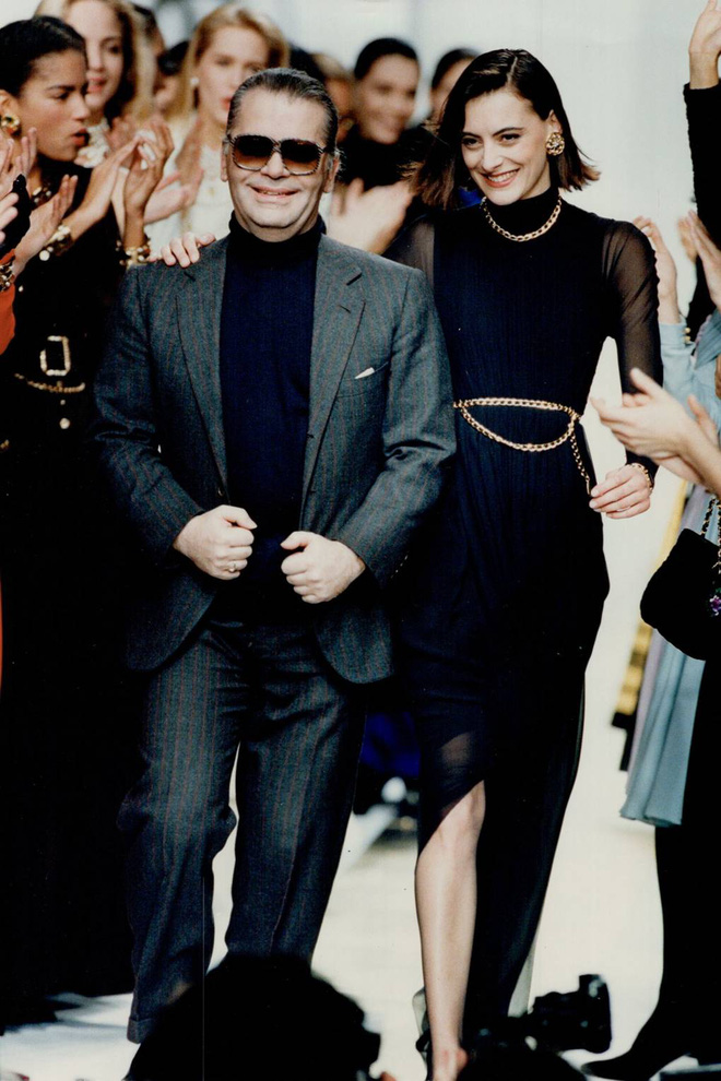 9 cặp NTK - nàng thơ nổi tiếng làng mốt: Căng nhất là màn gương vỡ lại lành sau 20 năm của Karl Lagerfeld, Audrey Hepburn thì một lòng với Givenchy - ảnh 1