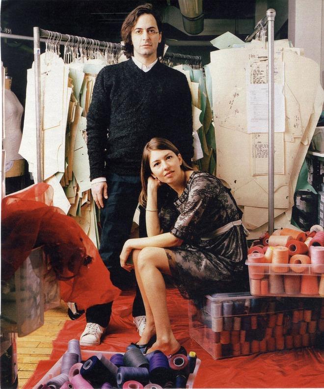 9 cặp NTK - nàng thơ nổi tiếng làng mốt: Căng nhất là màn gương vỡ lại lành sau 20 năm của Karl Lagerfeld, Audrey Hepburn thì một lòng với Givenchy - ảnh 3
