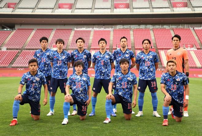 Olympic Nhật Bản giành vé vào bán kết bóng đá nam sau loạt đá luân lưu nghẹt thở - ảnh 1