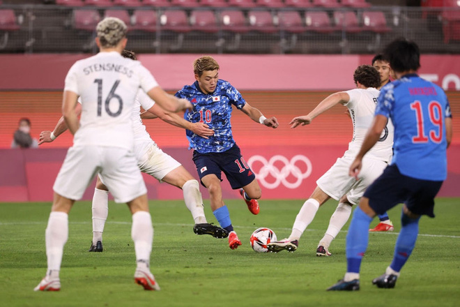 Olympic Nhật Bản giành vé vào bán kết bóng đá nam sau loạt đá luân lưu nghẹt thở - ảnh 2
