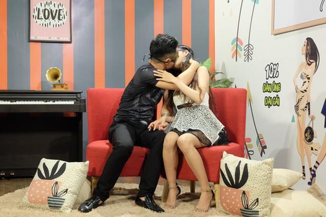 Nam người mẫu Việt tham gia show hẹn hò phản cảm: Muốn đến kết bạn nhưng ê-kíp yêu cầu diễn bạo - Ảnh 1.