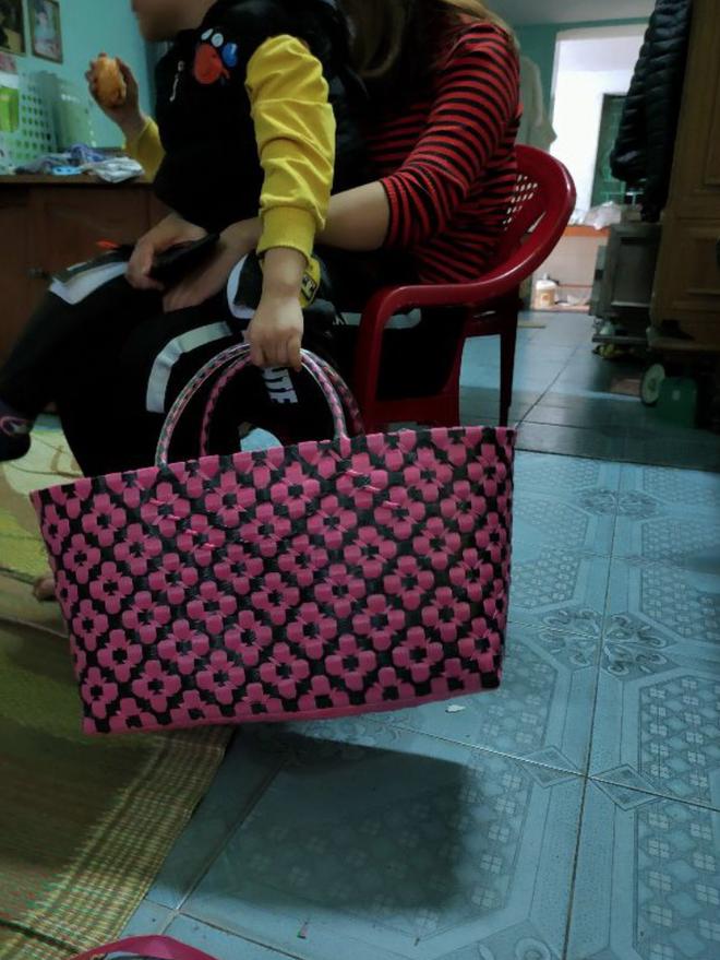 Tiện như Ariana Grande: Mua giỏ đi chợ có ngay bộ đồ, đã thế còn khéo chọn màu để fan gọi tên BLACKPINK - ảnh 6