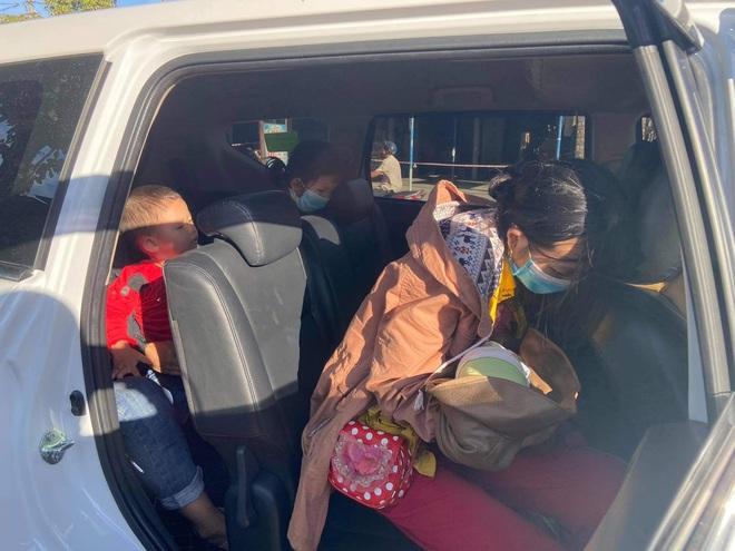 Thương cháu bé 9 ngày tuổi cùng bố mẹ vượt hơn 1.000km từ Bình Dương về quê tránh dịch trên chiếc xe máy cà tàng - ảnh 7