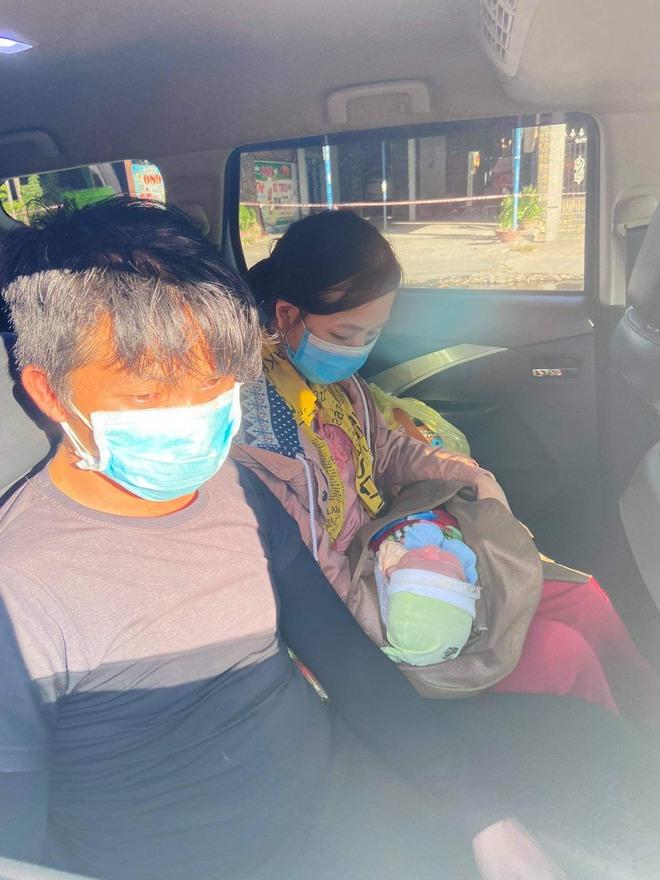 Thương cháu bé 9 ngày tuổi cùng bố mẹ vượt hơn 1.000km từ Bình Dương về quê tránh dịch trên chiếc xe máy cà tàng - ảnh 6