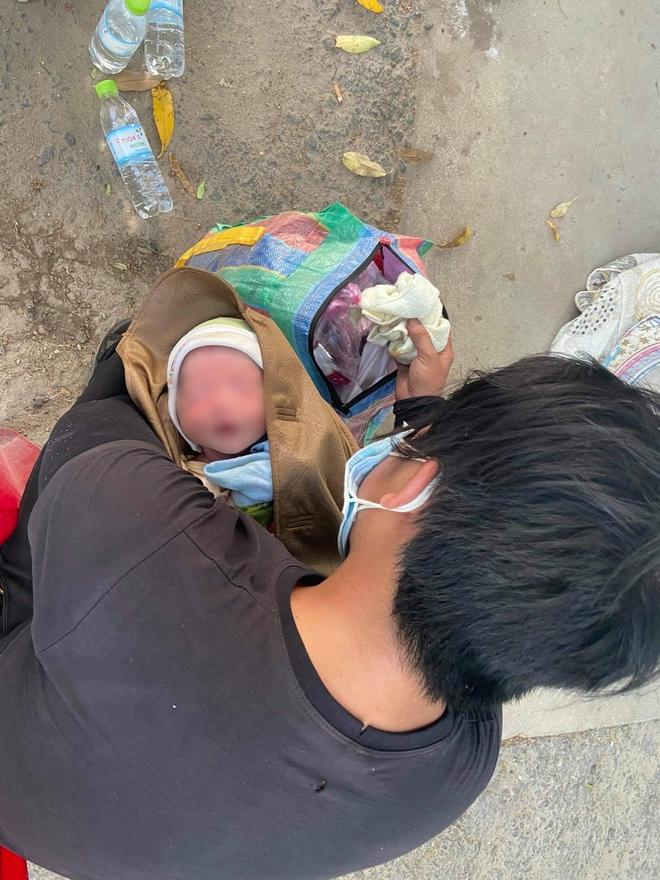 Thương cháu bé 9 ngày tuổi cùng bố mẹ vượt hơn 1.000km từ Bình Dương về quê tránh dịch trên chiếc xe máy cà tàng - ảnh 2